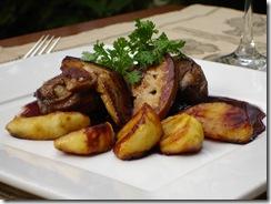 Pigeon roti foie gras poele pommes confites